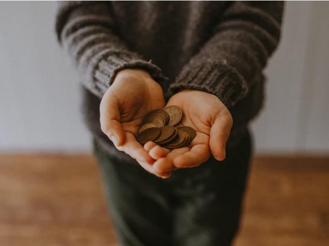 Holding pocket money change